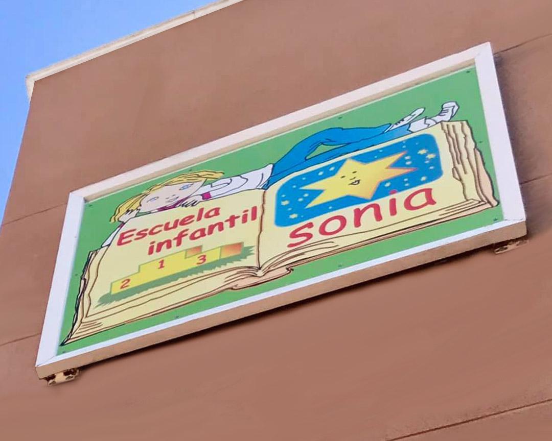 Cartel con logotipo Escuela Infantil Sonia